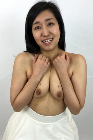 由香里ちゃんの乳首観察
