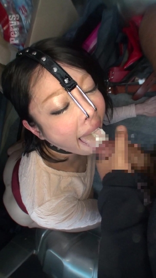 超変態女が鼻フックしてオナニーフェラ