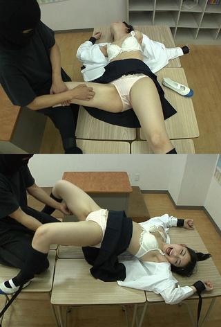 手足固定 身動き取れない女子○生 うれあちゃんをくすぐり倒す